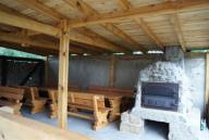 Backhaus mit Holzkohle-Backofen